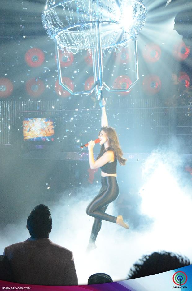 "PHOTOS: Ang makapigil-hiningang ""Chandelier"" birthday prod ni Anne sa It's Showtime"
