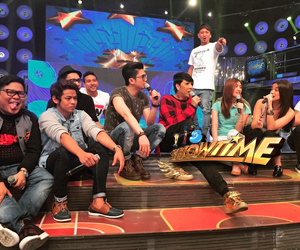 BACKSTAGE PHOTOS: Pastillas Girl, Topher, Jess and Evan goofing around with It's Showtime hosts