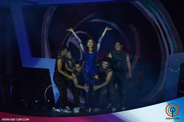 IN PHOTOS: Ang trending na pasabog opening number ng #ShowtimeKapamilyaDay