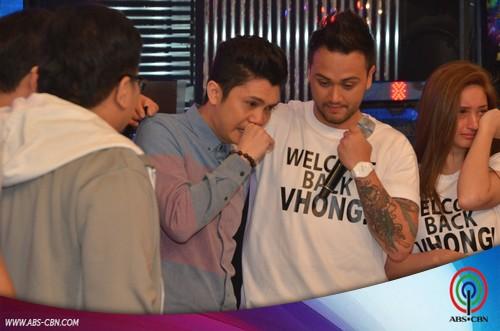 Vhong Navarros emotional comeback on Its Showtime